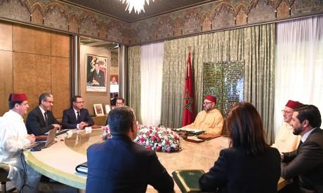 S.M. le Roi préside une séance de travail consacrée à l'examen de l'état d'avancement des plans de développement des énergies renouvelables