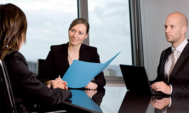 Le recrutement doit être réfléchi et planifié six mois à l'avance, sachant qu'il faudra avoir une veille informationnelle au niveau de l'entreprise.