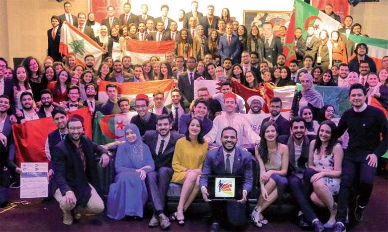 Les délégués ont assisté aux sessions et conférences spéciales concernant la santé de l'adolescent avec la participation d'experts de renommée internationale.