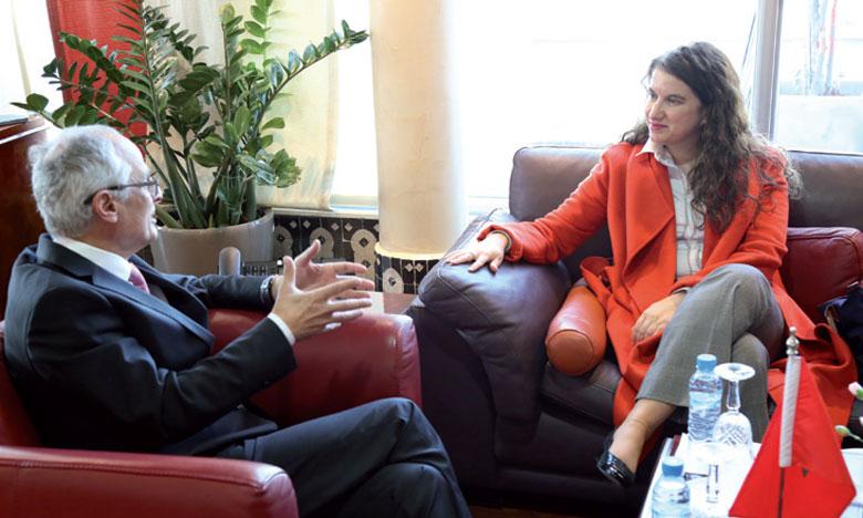 Abdelahad Fassi Fihri s'entretient avec l'ambassadrice du Canada