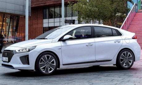 La Hyundai Ioniq a été récompensée en 2016 par le prestigieux prix «Red Dot Design Award» dans la catégorie très prisée «Véhicules».