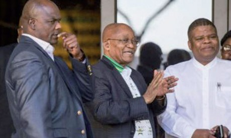 Violents affrontements à Johannesburg où se décide l'avenir du Président Zuma à la tête du pays