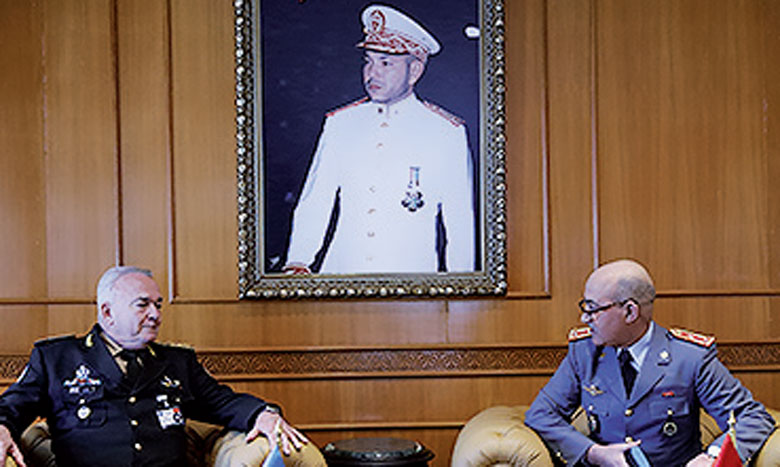 Le général de Corps d'armée, Inspecteur général des FAR, reçoit le général de Corps d'armée Carlos Humberto Loitey, conseiller militaire auprès du Département de maintien  de la paix de l'ONU