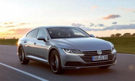 Belle et statutaire, la berline germanique inaugure la nouvelle ligne de design de Volkswagen.