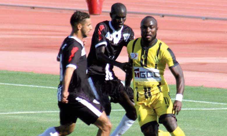 Lourde défaite du CAYB à Laâyoune, le derby de Fès se solde par un nul