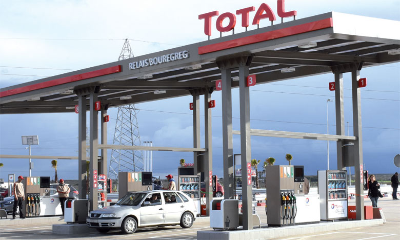 La Station Total Relais Bouregreg est dotée d'une ferme photovoltaïque de 120 panneaux solaires couvrant jusqu'à 20% de sa consommation globale  en électricité. Ph. Saouri