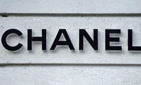 Chanel, qui conçoit huit collections par an, dispose d'un réseau de 192 boutiques dans le monde.