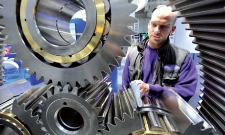 Les commandes industrielles dépassent les prévisions