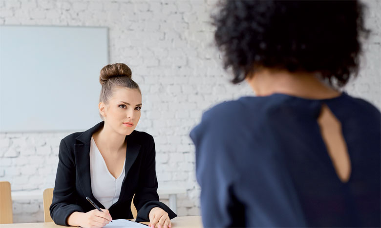 Pour un entretien d'embauche, les vêtements sont choisis en fonction de notre personnalité, de notre physique et de la profession que nous exerçons.