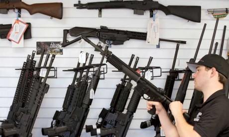 Deux grandes enseignes restreignent  la vente d'armes