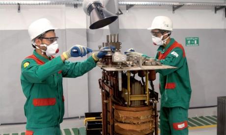 Le consortium maroco-français Tredi-Maroc Maintenance Environnement procède à la décontamination par les  poly-chloro-biphényles et leur remise aux propriétaires, opération qui ne représente aucun risque pour l'environnement et pour  le personnel. Ph. Maroc Maintenance Environnement
