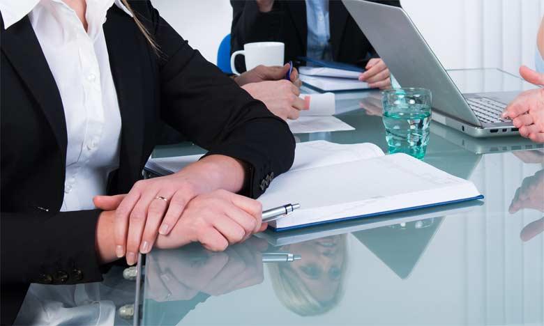 L'objectif des réunions est de rassembler plusieurs personnes pour discuter de leur travail afin de collaborer et coopérer.
