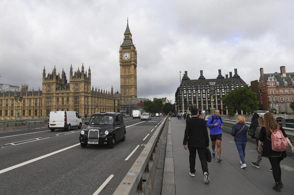 Fausse alerte à Londres après la découverte d'un colis suspect au Parlement