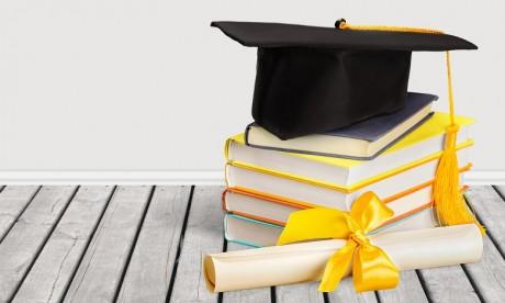 Clifford Chance décerne une bourse d'excellence à un étudiant marocain