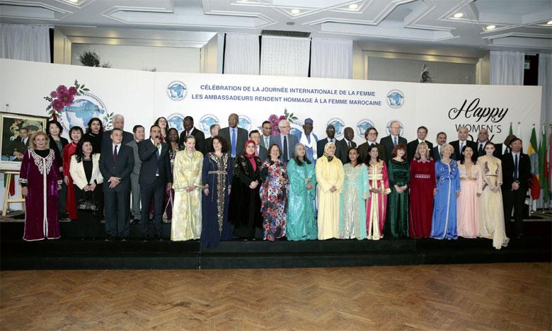 Habillées en caftan, les ambassadrices accréditées au Royaume rendent un vibrant hommage à la femme marocaine