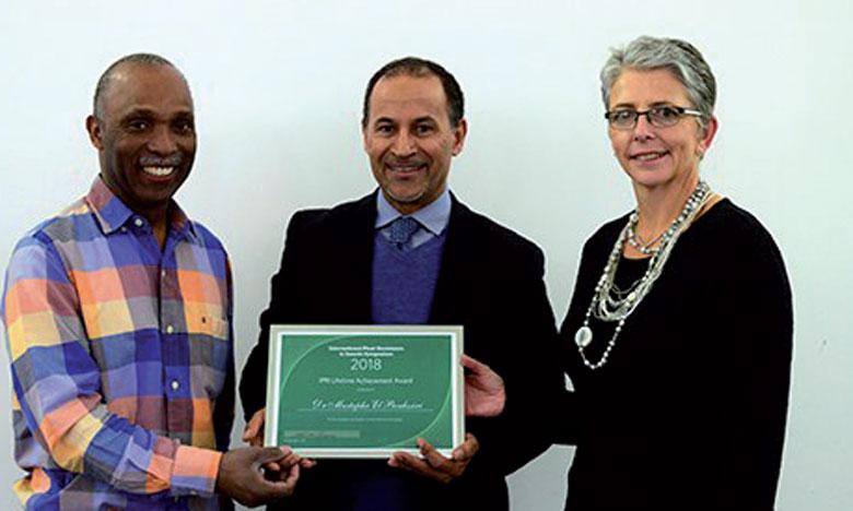Le scientifique marocain Mustapha El Bouhssini reçoit en Angleterre le «Prix d'Excellence à vie» pour ses recherches dans le domaine de la Résistance des plantes aux insectes