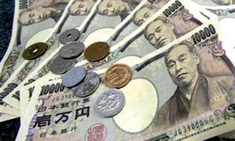 Le secteur des services représente environ les deux tiers du produit  intérieur brut japonais.