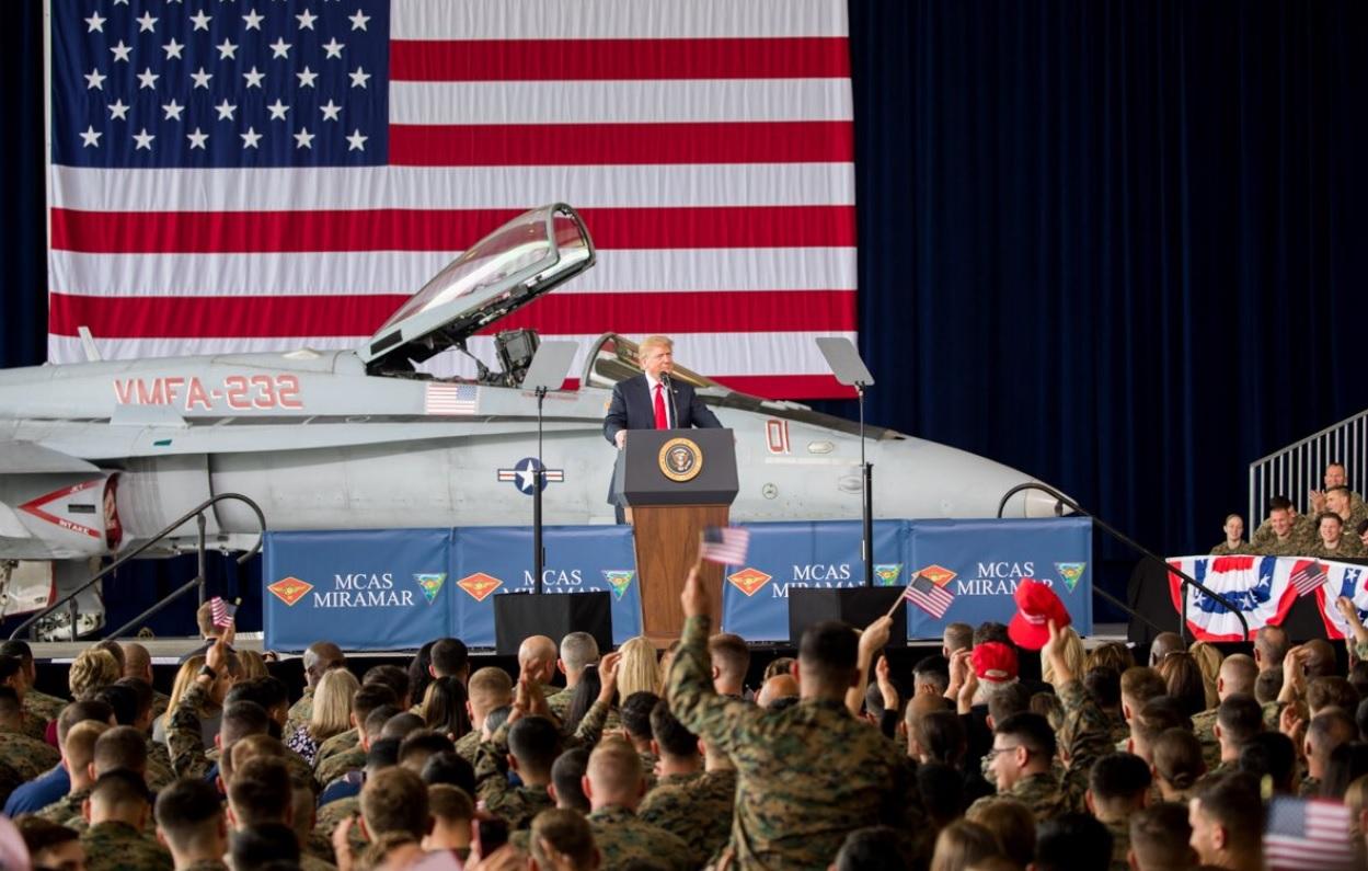 """Trump voudrait avoir une """"armée de l'Espace""""!"""
