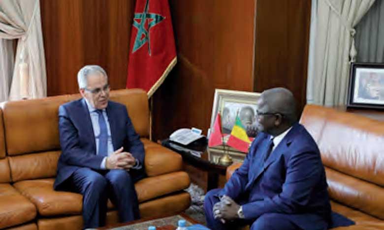 Réunion de travail entre le ministre délégué chargé de l'Administration de la Défense nationale et le ministre de la Défense et des anciens combattants du Mali