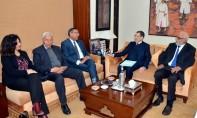 Le gouvernement propose d'engager un dialogue tripartite