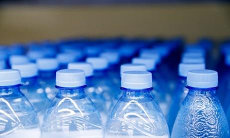 Attention, l'eau en bouteille de plusieurs marques contaminée par des particules de plastique