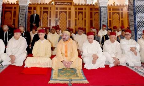S.M. le Roi, Amir Al Mouminine, accomplit la prière du Vendredi à la mosquée Hassan à Rabat