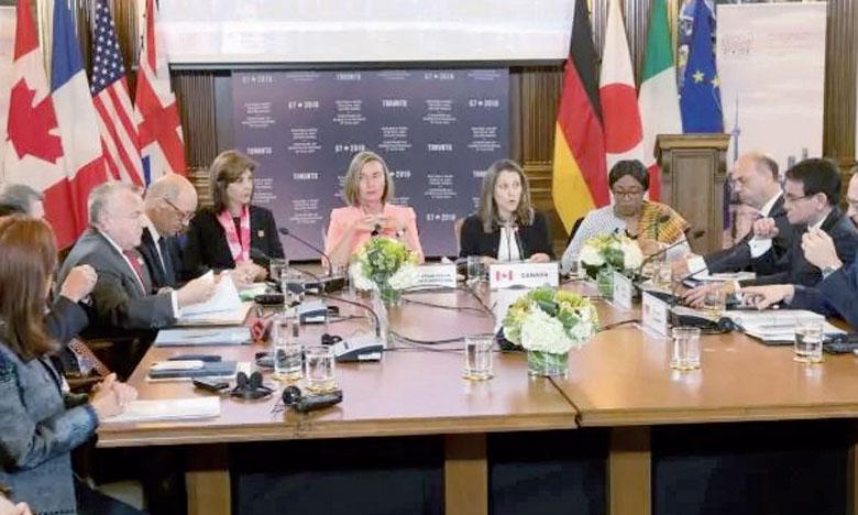 La chef de la diplomatie canadienne, Chrystia Freeland, avec son homologue japonais, Taro Kono, lors d'une réunion du G7 (États-Unis, France, Japon, Royaume-Uni, Allemagne, Italie et Canada)  à Toronto, au Canada, le 21 avril2018.                                                                                                                     Ph. AFP