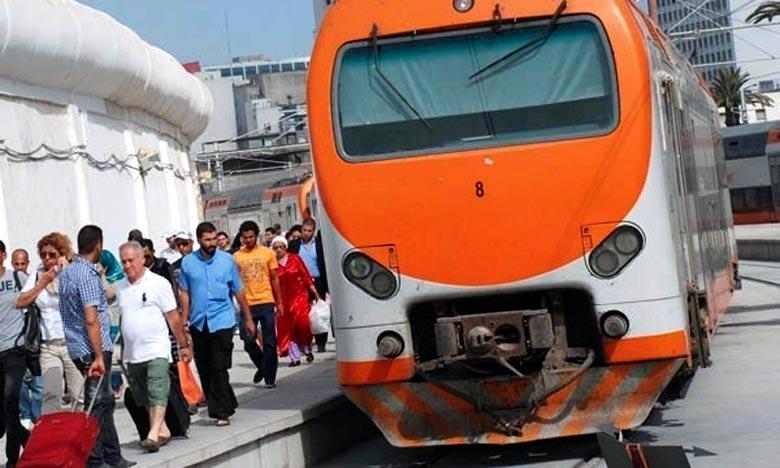 Le plan de transport spécial durant la période de vacances solaires de la fin du 1er semestre 2017-2018, prévoit un renforcement des équipes chargées de l'accueil et l'orientation des voyageurs dans les gares et à bord des trains. Ph : DR