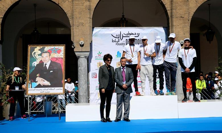 La course de 8 km est caractérisée par son aspect culturel visant à faire connaître aux participants le patrimoine et les monuments historiques de Rabat allant des Oudayas à la place Al Barid en passant par la Tour Hassan et Chellah. Ph : MAP