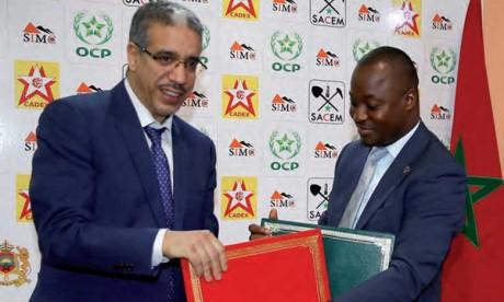 Signature d'un accord  de coopération dans  les domaines des mines  et de la géologie