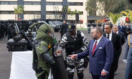S.M. le Roi Mohammed VI visite la Direction générale de la Surveillance du territoire national et inaugure son Institut de formation spécialisée