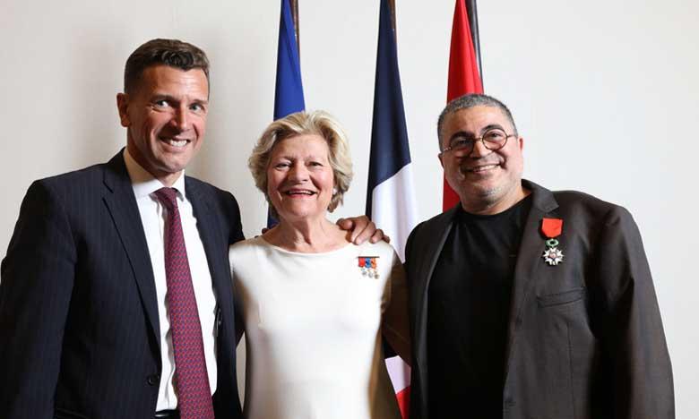 Mahi Binebine décoré de la Légion d'honneur  de la République française