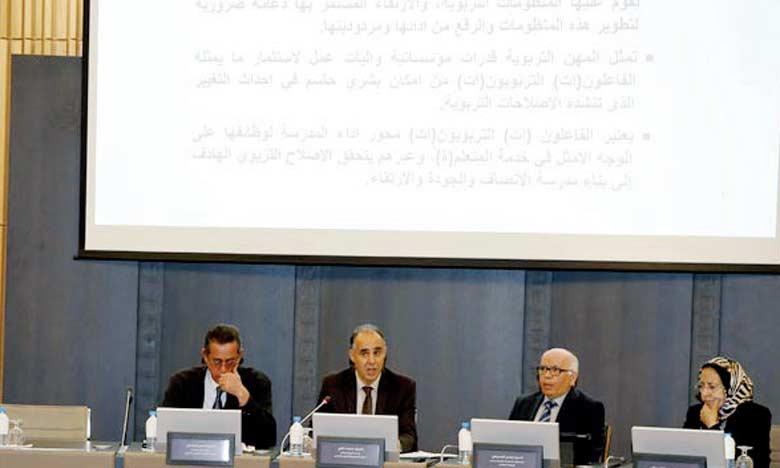 Le CSEFRS présidé par Omar Azziman a tenu récemment à Rabat une rencontre d'information autour de son rapport relatif à «La promotion des métiers de l'éducation, de la formation, de la gestion et de la recherche».