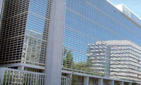 La batterie de mesures financières approuvée par le Comité du développement du conseil des gouverneurs est composée d'un apport de 7,5 milliards de dollars de capital versé au profit de la Banque internationale pour la reconstruction et le développement (BIRD) et de 5,5 milliards de capital versé en faveur de la SFI.