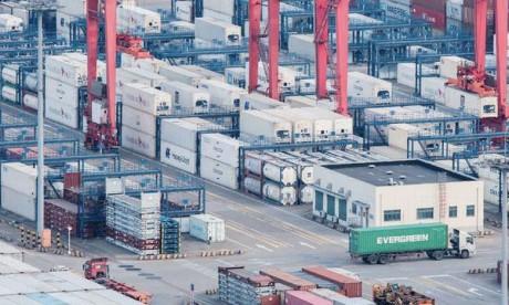 L'excédent commercial de la Chine avec les États-Unis s'est établi à 15,4 milliards  de dollars en mars.