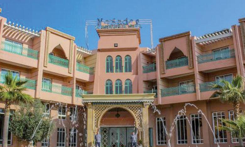 Le site de réservation en ligne Booking a également attribué le Prix du meilleur nombre de nuitées réalisées l'année dernière à Marrakech au Mogador Palace Agdal.