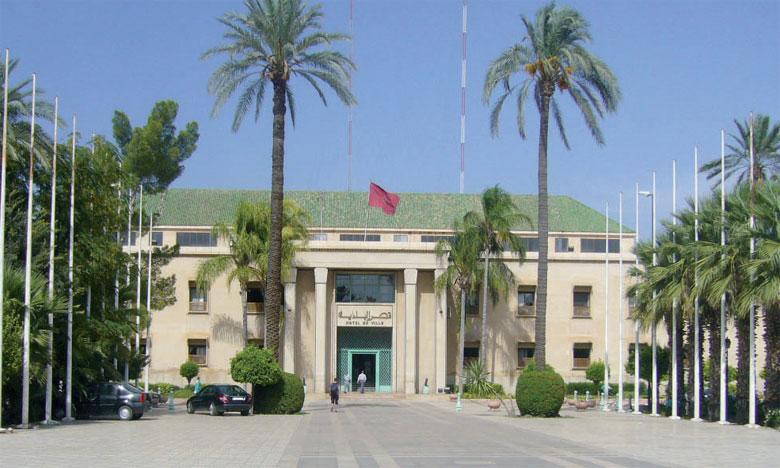 Encadrée par 11 magistrats de la Cour régionale des comptes de Marrakech-Safi, la formation bénéficie à 20 cadres désignés par le wali et les gouverneurs de la préfecture et des provinces de la région.