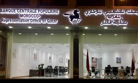 Inauguration par Laïdi El Wardi, DG de la banque de détail à la BCP, et les ambassadeurs du Maroc et du Sénégal au Qatar,  respectivement Nabil Zniber et Mamadou Mamoudou Sall.                                                                                                                                                                                                                                              Ph. M.A.H