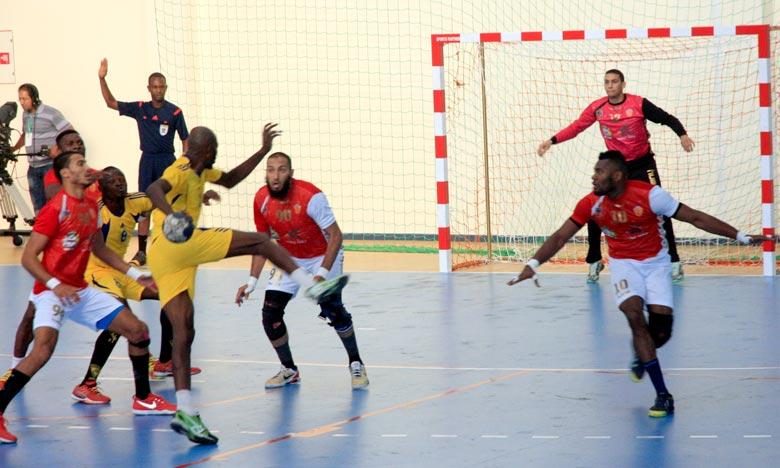 L'équipe de Widad Smara a assuré sa qualification au deuxième tour de la 34e édition de la Coupe d'Afrique des clubs vainqueurs de Coupe de handball «messieurs», au Caire.  Ph : MAP