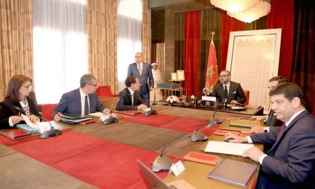 S.M. le Roi préside une séance de travail dédiée à l'examen de l'avancement des projets d'énergies renouvelables portés par Masen