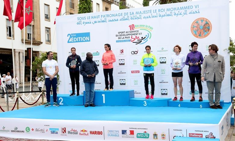 Le «10 km pour la paix», un marathon à caractère caritatif et inclusif, dont le coup d'envoi a été donné, à Rabat, a pour objectif de venir en aide aux femmes et enfants démunis. Ph : MAP