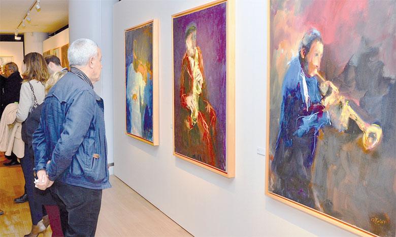 Peinture et musique créent une ambiance exceptionnelle dans l'œuvre de Dibaji