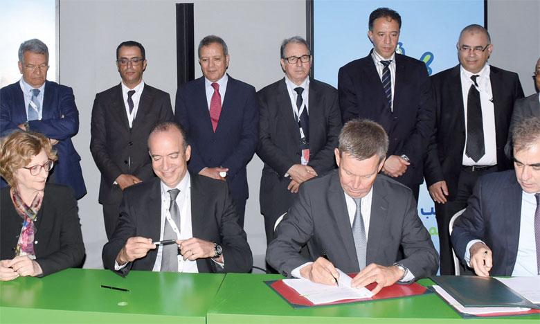 La convention a été signée par Wafa IMA Assistance, la Fédération interprofessionnelle de la filière laitière, l'AFMA, conseiller  en assurances de Danone, et Saham Assurances.Ph. Saouri