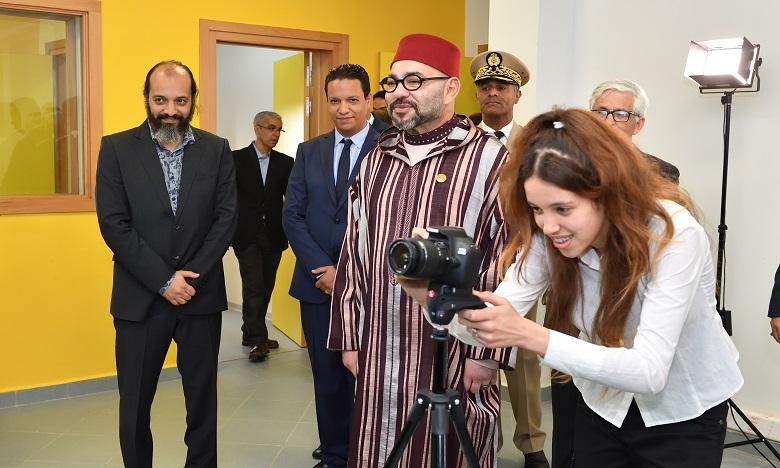 S.M. le Roi Mohammed VI inaugure un Centre de soutien éducatif et culturel pour le développement des compétences des jeunes à Ben M'Sik à Casablanca
