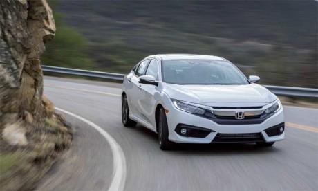 Afin de la rendre plus dynamique et lui conférer agressivité et efficacité, Honda a opté pour une refonte totale de la carrosserie de la Civic quatre portes.