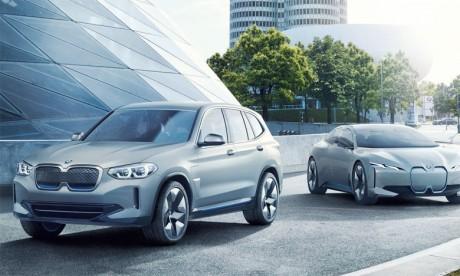 Le Concept iX3 préfigure la combinaison du plaisir de conduire offert par les modèles polyvalents de la gamme X à une motorisation zéro émission directe.