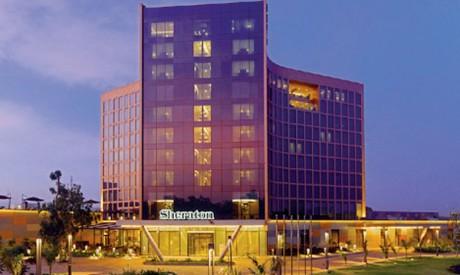 L'hôtel, qui offre une vue panoramique sur le fleuve Niger, est doté de 200 chambres, 27 chambres Club et 32 suites.