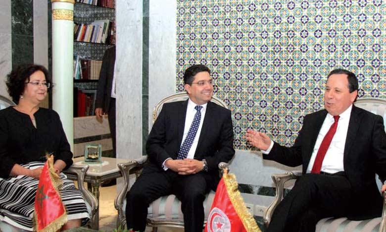 Conférence de presse tenue mardi à Tunis par Nasser Bourita et Sabri Bach Tobji.  Ph. MAP