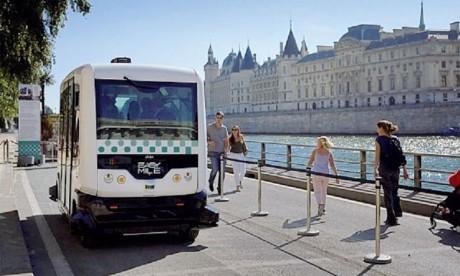 Des bus autonomes sont déjà opérationnels sur différents sites industriels et touristiques fermés à travers le monde.