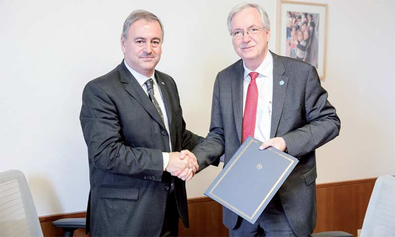 Le président de l'ICA, Ariel Guarco (à gauche), et Dan Gustafson, directeur général adjoint des Programmes à la FAO, lors  de la signature du protocole au profit de l'agriculture familiale.  Ph. FAO